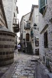 Vieille rue Kotor de ville Photo libre de droits