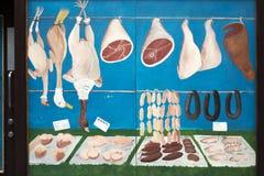 Vieille rue peinte de Shop Showcase Near Liverpool de boucher photos libres de droits