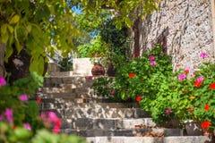 Vieille rue traditionnelle dans le village de Lofou Secteur de Limassol cyprus photographie stock