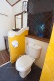 Vieille salle de bains de cru photos libres de droits