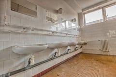 Vieille salle de toilette Photographie stock libre de droits