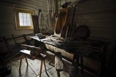 Vieille salle de travail dans la maison du fermier Images libres de droits
