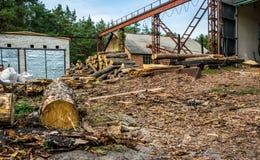 Vieille scierie dans le Colorado Bois de pin et bois scié photographie stock
