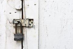Vieille serrure de porte rouillée Photo stock