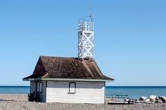 Vieille station de maître nageur chez le lac Ontario Photos libres de droits