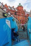 Vieille station de rue de Londres au fond Photographie stock libre de droits