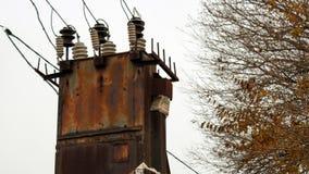 Vieille station rouillée abandonnée de transformateur photographie stock