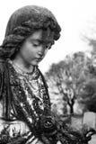 Vieille statue d'angle dans le cimetière 3 Photographie stock