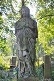 Vieille statue dans le cimetière de Lychakiv à Lviv Photographie stock libre de droits