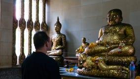 Vieille statue de Bouddha de respect photos libres de droits