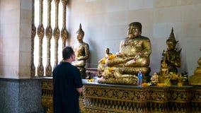Vieille statue de Bouddha de respect photo libre de droits