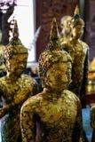 Vieille statue debout paisible d'image de Bouddha couverte par la feuille d'or, temple d'Asokaram Photos libres de droits
