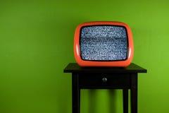 Vieille télévision orange avec l'interruption Photographie stock libre de droits