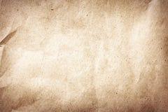 Vieille texture brune ou fond chiffonnée et réutilisée de papier de cru photo stock
