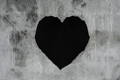 Vieille texture concrète avec le trou de forme de coeur et les états superficiels par les agents fendus, concepts abstraits Image libre de droits
