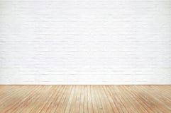 Vieille texture en bois brune de plancher de vintage et mur de briques blanc photo libre de droits