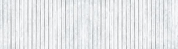 Vieille texture en bois inextricable blanche large Conseils en bois blanchis Fond panoramique chic minable photographie stock