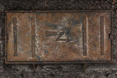Vieille texture rouillée de fond de trou d'homme de l'électricité Photographie stock