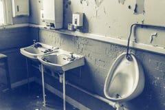 Vieille toilette abandonnée Images libres de droits