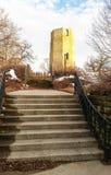 Vieille tour d'eau en pierre en hiver Images libres de droits