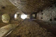 Vieille tour dans le petit village des périodes romaines, Italie Photos libres de droits