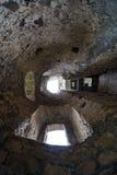 Vieille tour dans le petit village des périodes romaines, Italie Photos stock