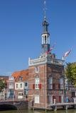 Vieille tour dans le port d'Alkmaar Images stock