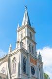 Vieille tourelle d'église dans le style néoclassique photos stock