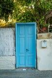 Vieille trappe bleue Photo libre de droits
