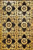 Vieille trappe fleurie d'or Photo libre de droits