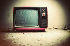 Vieille TV dans la chambre photos libres de droits