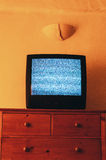 Vieille TV sans le signal Photos stock