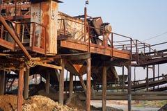 Vieille usine concasseuse en pierre Moulin de gravier Photo stock