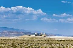 Vieille usine de borax dans le désert près de la jonction de Death Valley Photos libres de droits