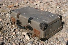 Vieille valise abandonnée Photo libre de droits