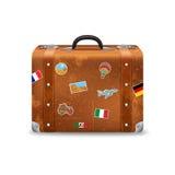 Vieille valise avec des autocollants de voyage Images stock