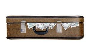 Vieille valise complètement d'argent image stock