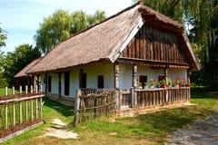 Vieille village-maison dans Transdanubia, Hongrie Photos stock