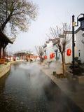 Vieille ville étant couverte de brouillard photo libre de droits