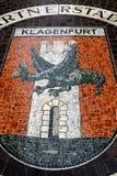 Vieille ville avec le manteau des bras, Klagenfurt, Autriche Images libres de droits