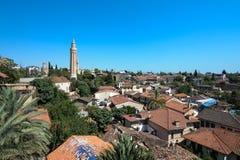 Vieille ville d'Antalya comprenant la tour Photo stock