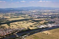 Vieille ville d'Eddersheim sur la canalisation de rivière avec Watergate Images libres de droits