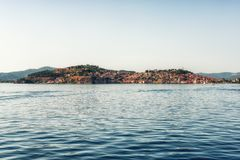Vieille ville d'Ohrid avec le lac Ohrid, Macédoine - panorama photographie stock libre de droits