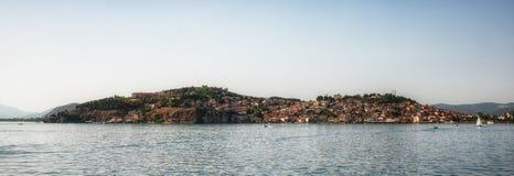 Vieille ville d'Ohrid avec le lac Ohrid, Macédoine - panorama image libre de droits