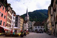 Vieille ville dans Chur (Suisse) Place d'Arcas et église de St Martin Photographie stock
