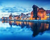 Vieille ville de Danzig, Pologne, rivière de Motlawa Grue célèbre de Zuraw Image stock