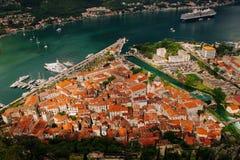 Vieille ville de Kotor une vue de primevère farineuse Image libre de droits