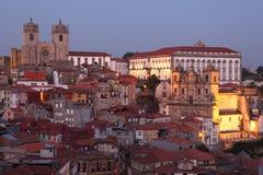 Vieille ville de Porto au crépuscule Photographie stock libre de droits