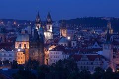 Vieille ville de Prague après l'obscurité Images libres de droits