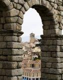 Vieille ville encadrée par la structure de brique. Photo stock